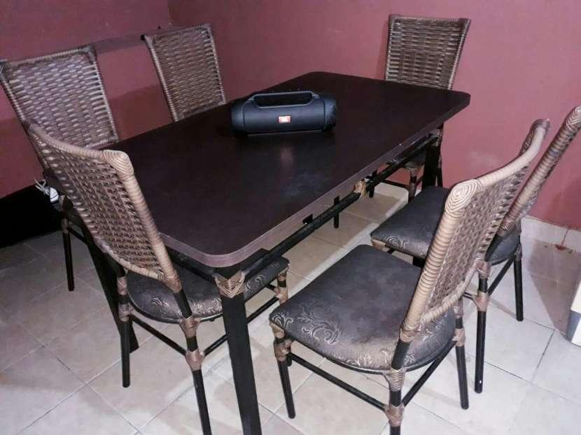 Juego de mesa y sillas - 0