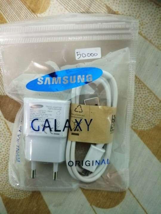 Universal Samsung pack más cargador para Samsung por 200000 - 0