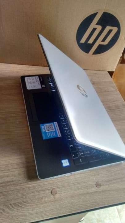 Portátil 8va generación de 15.6 pulgadas Intel Core i5-8250U - 0
