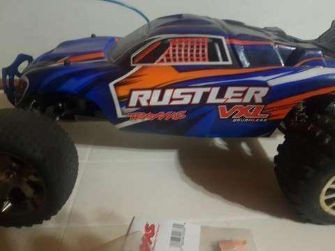 Auto a control remoto Traxxas Rustler - 1