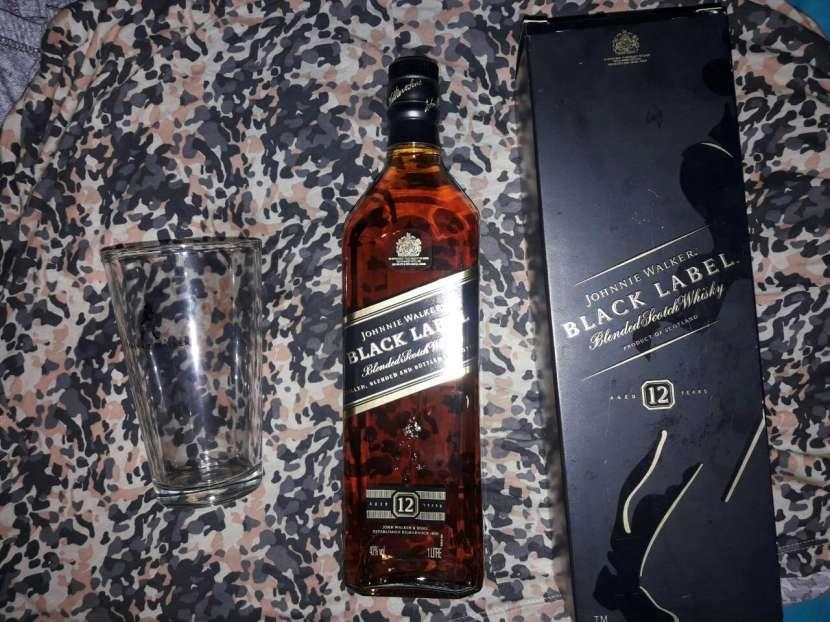 Whisky Jhonnie con vaso - 0