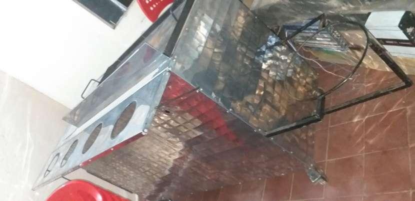 Plancha hamburguesera sillas mesas de plásticos y una freidora de 7 litros - 4