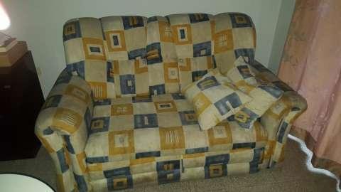 Sofá cama con almohadones - 0
