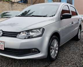 Volkswagen Gol Sedan 2015 color plata