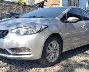 Kia Cerato 2017 color plata