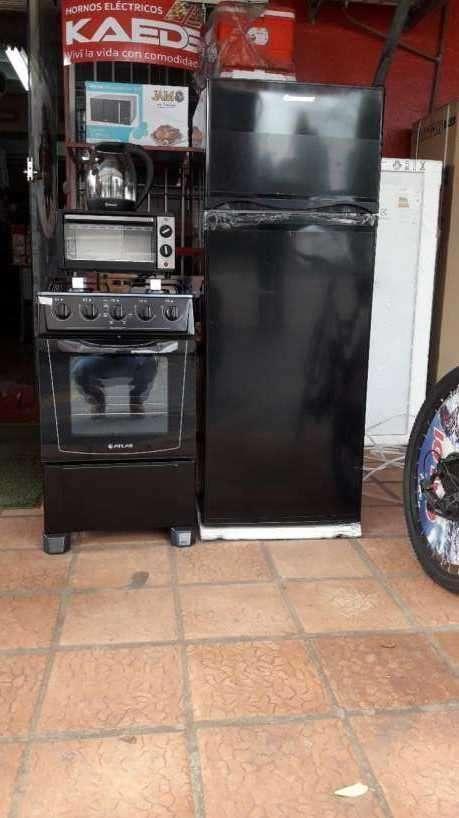 Heladera de 300 litros cocina horno y hervidora - 1
