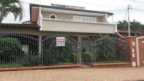 Casa enorme en San Lorenzo - 1