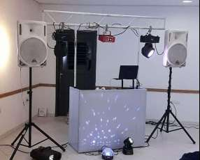 Servicio de karaoke y discoteca