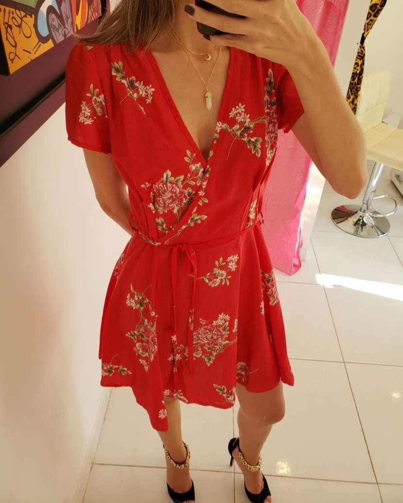 Vestido rojo flores cruzado de moda - 0