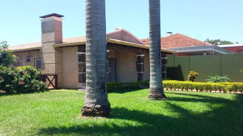 Residencia en Fernando de la Mora zona Norte - 0