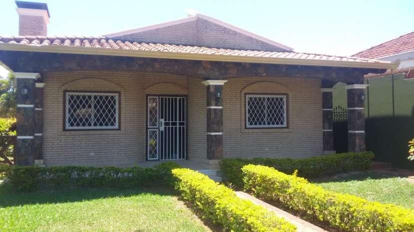 Residencia en Fernando de la Mora zona Norte - 2
