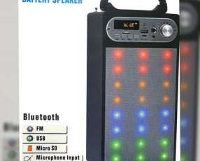 Speaker con micrófono