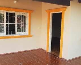 Casa en Ruducto San Lorenzo sobre empedrado