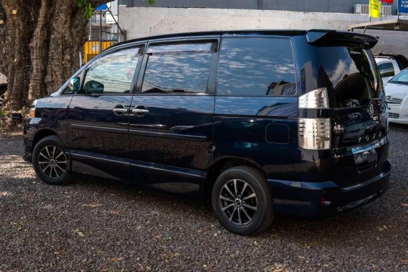 Toyota Voxy 2005 - 7