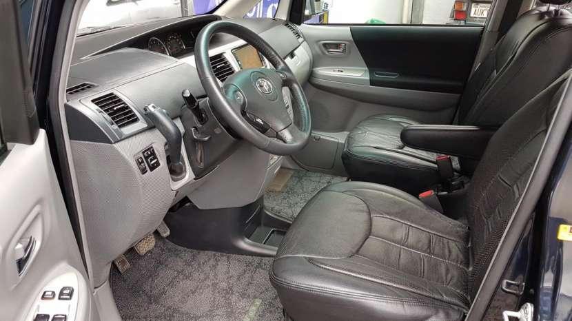 Toyota Voxy 2005 - 2