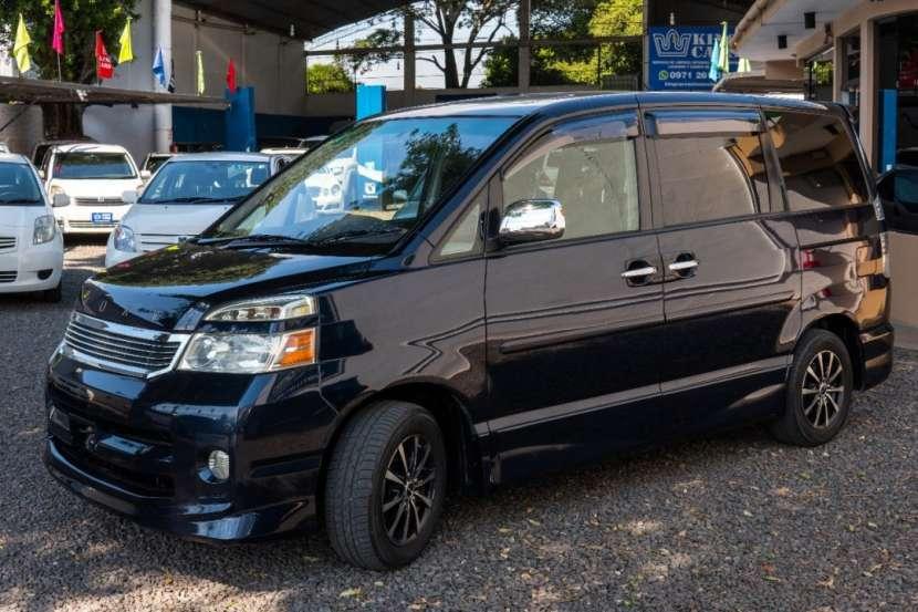 Toyota Voxy 2005 - 5