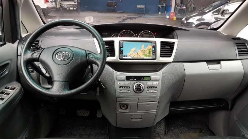 Toyota Voxy 2005 - 1