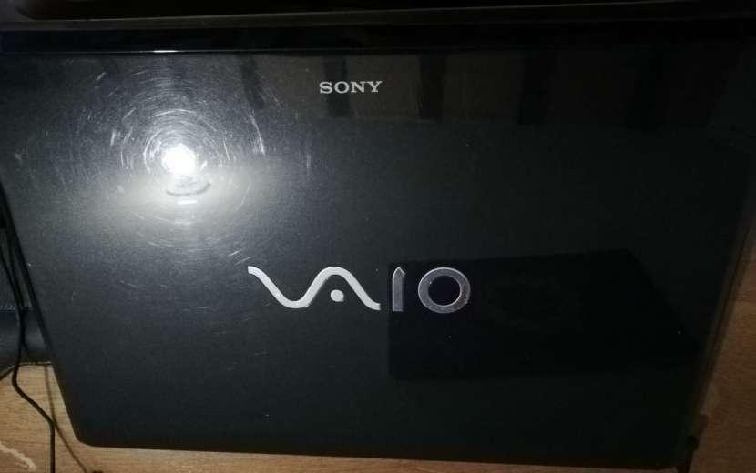 Notebook Sony Vaio con lector de huellas - 4