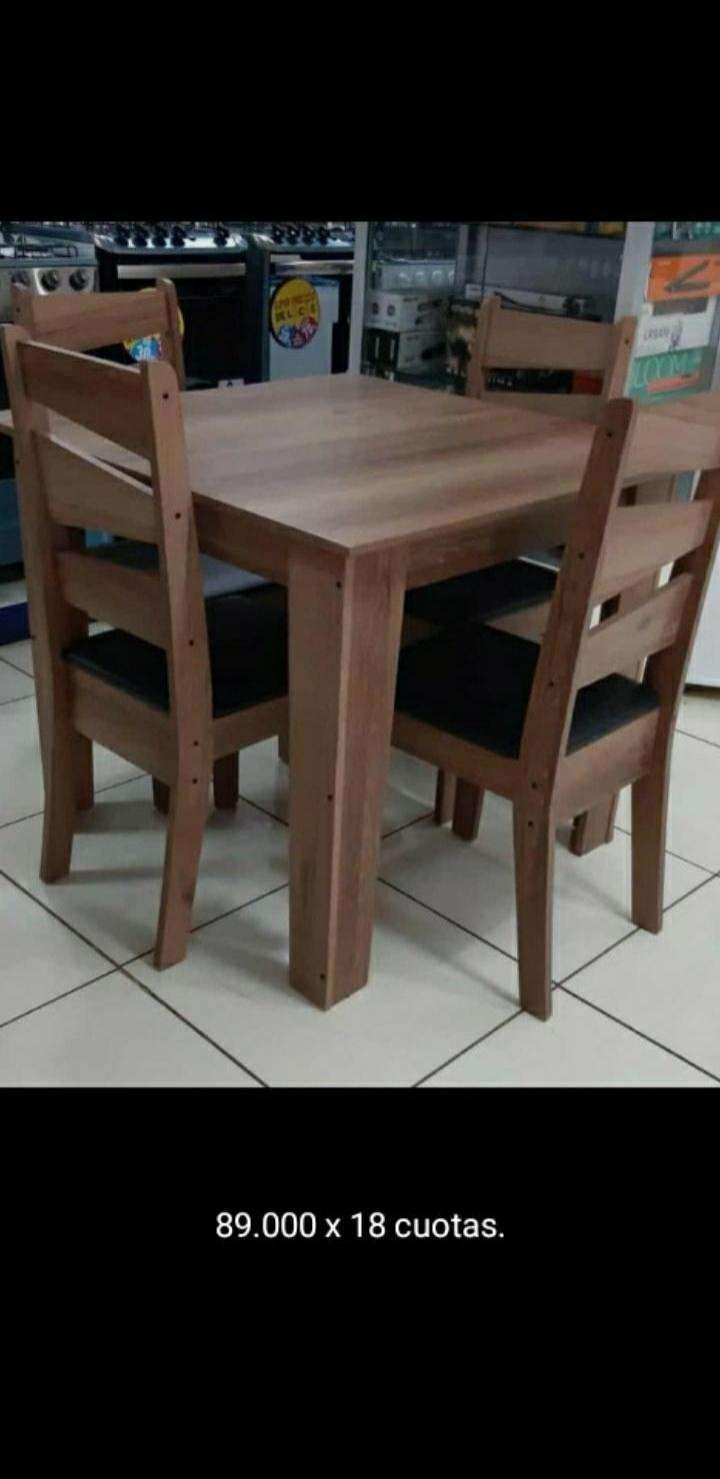 Juego de mesa con sillas - 0