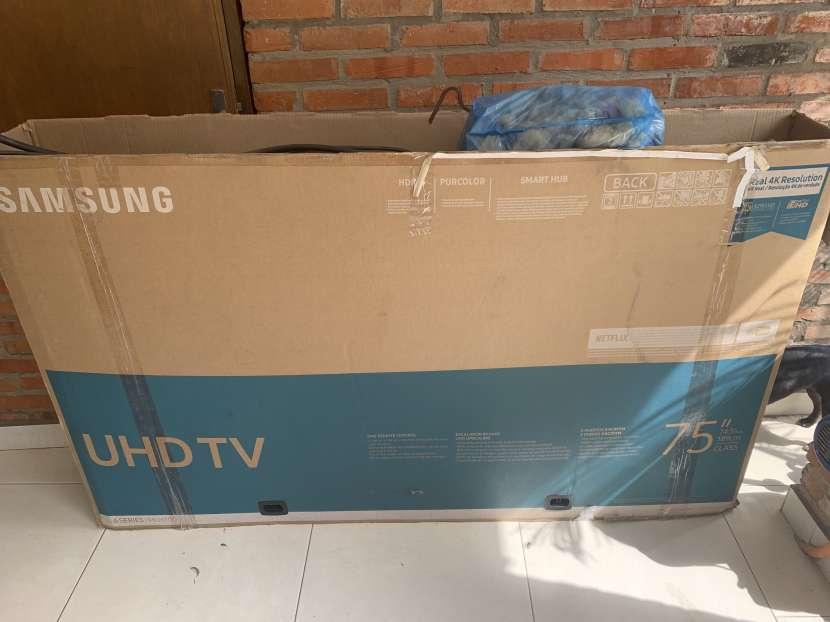TV Samsung UHD de 75 pulgadas - 2