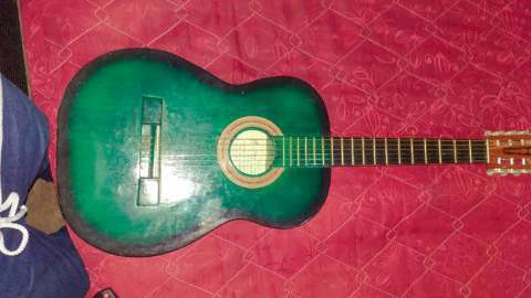 Guitarra color verde - 0