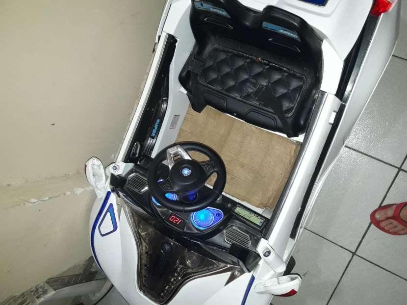 Auto a batería con cargador - 1