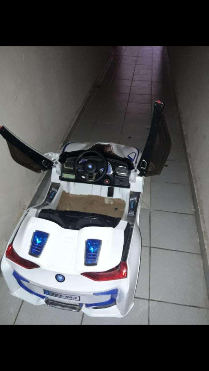 Auto a batería con cargador - 2
