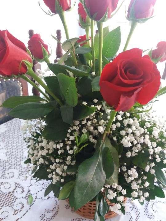 Canastilla de rosas rojas - 2
