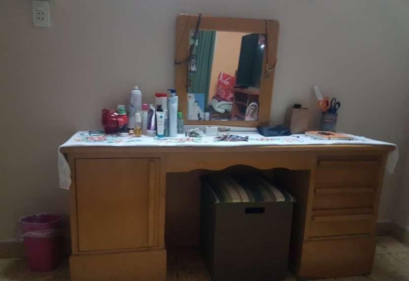 Tocador con espejo - 1