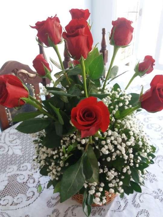 Canastilla de rosas rojas - 0