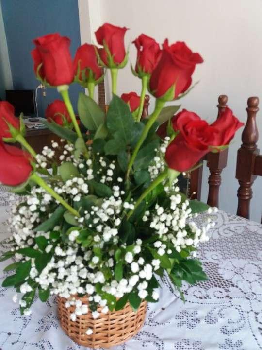 Canastilla de rosas rojas - 3
