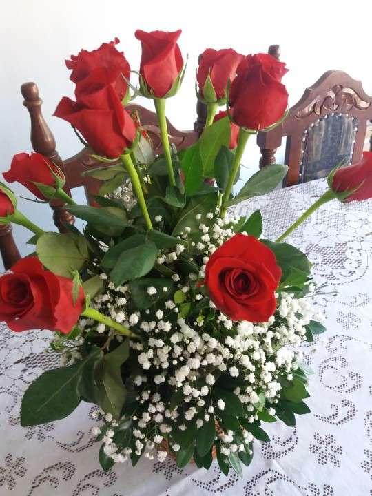 Canastilla de rosas rojas - 1