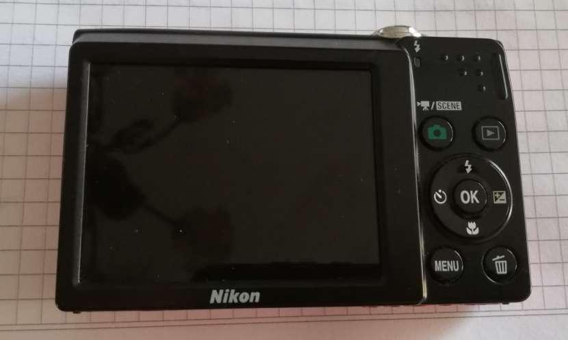 Cámara digital compacta COOLPIX S2500 de Nikon - 1