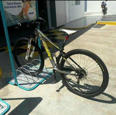 Bicicleta MTB Giant aro 29 - 1