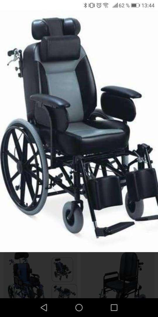 Silla de ruedas con relajación de piernas y espalda - 0