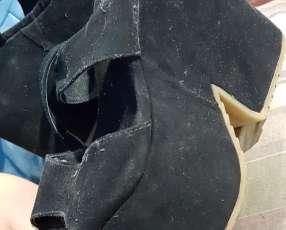 Zapato negro alto