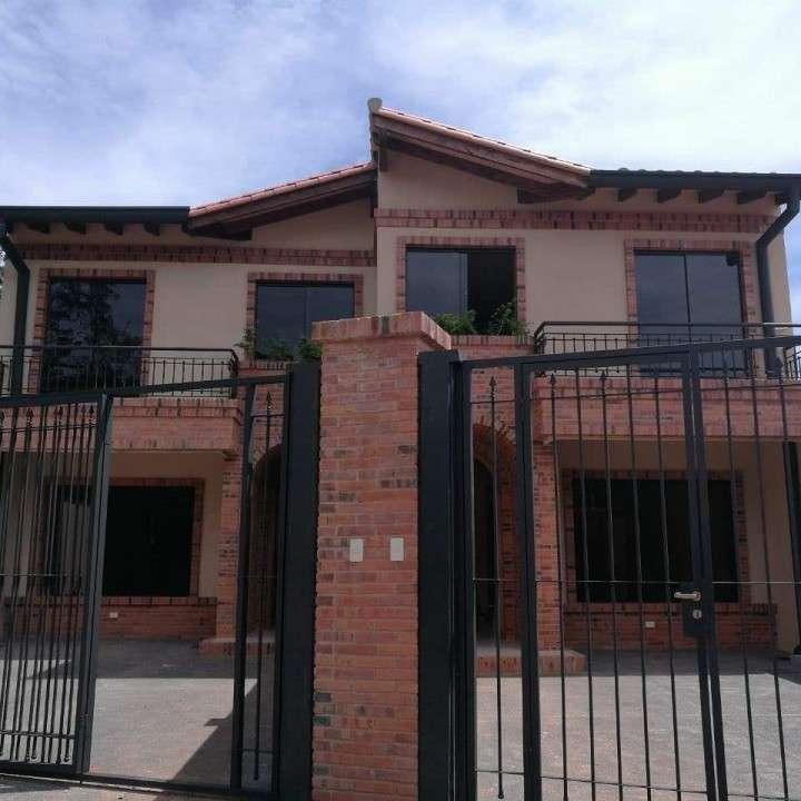 Duplex a estrenar en Fernando de la Mora zona Norte A1575 - 0
