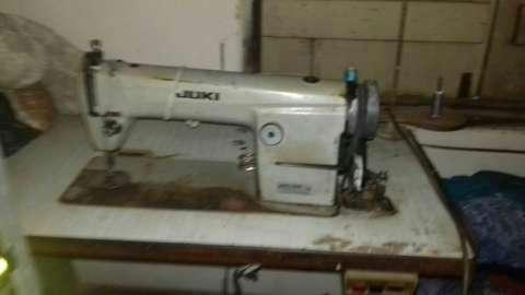 Máquina industrial, dos rectas uno de la marca Juki y otra Jupiter