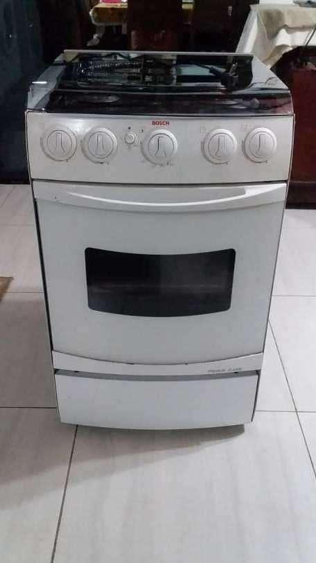 Cocina Bosch 4 hornallas a gas con horno eléctrico - 2