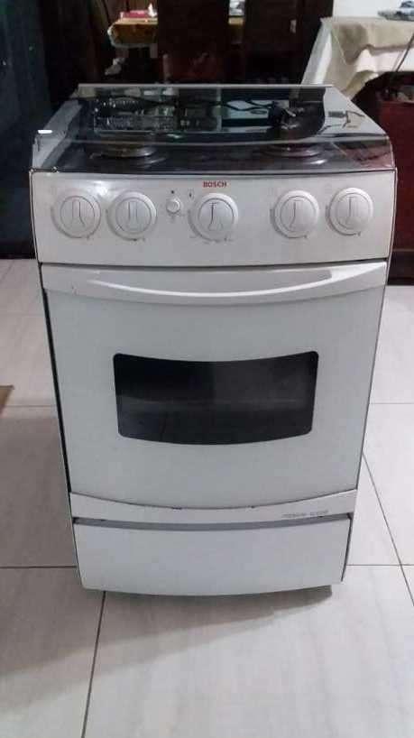 Cocina Bosch 4 hornallas a gas con horno eléctrico - 5