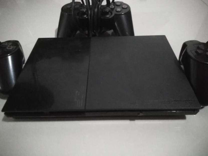 PS2 con tres controles