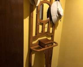 Mueble de madera de apoyo