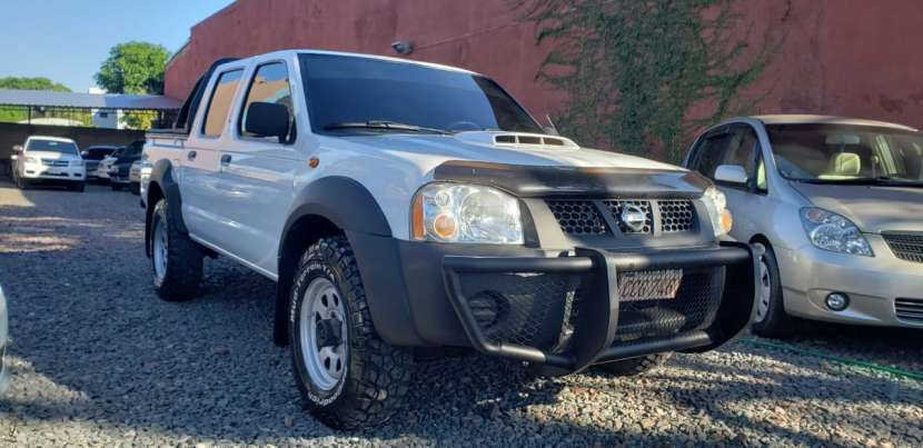 Nissan Frontier 2013 blanco - 2