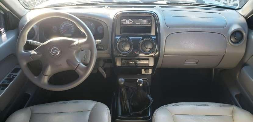 Nissan Frontier 2013 blanco - 7