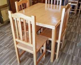 Mesa de 4 sillas