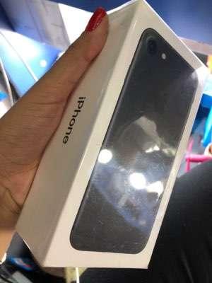 Iphone 7 de 256gb en caja sellado + protectores ANTISHOK en luchocell2 - 0