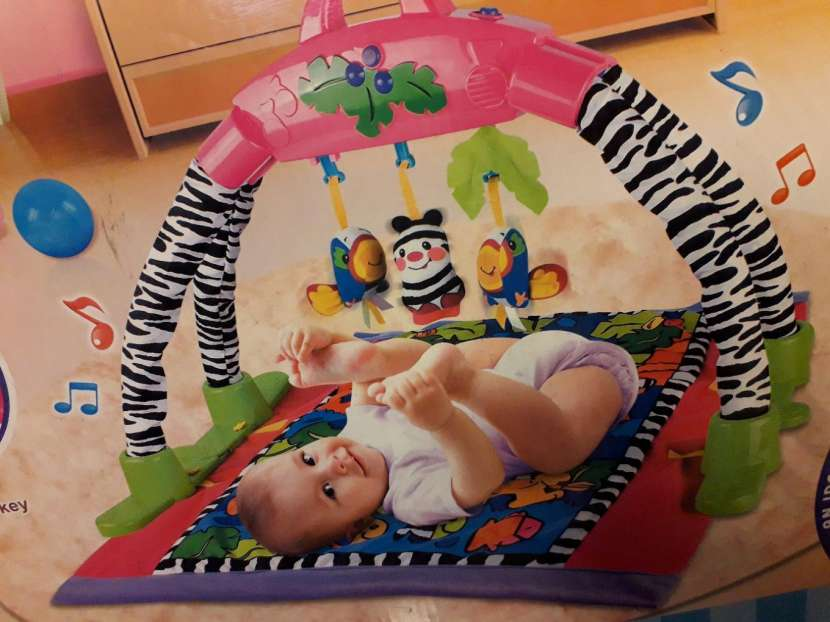 Alfombra de actividades para bebé