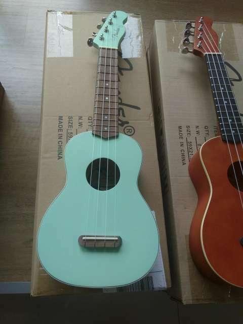 Ukelele Fender - 2
