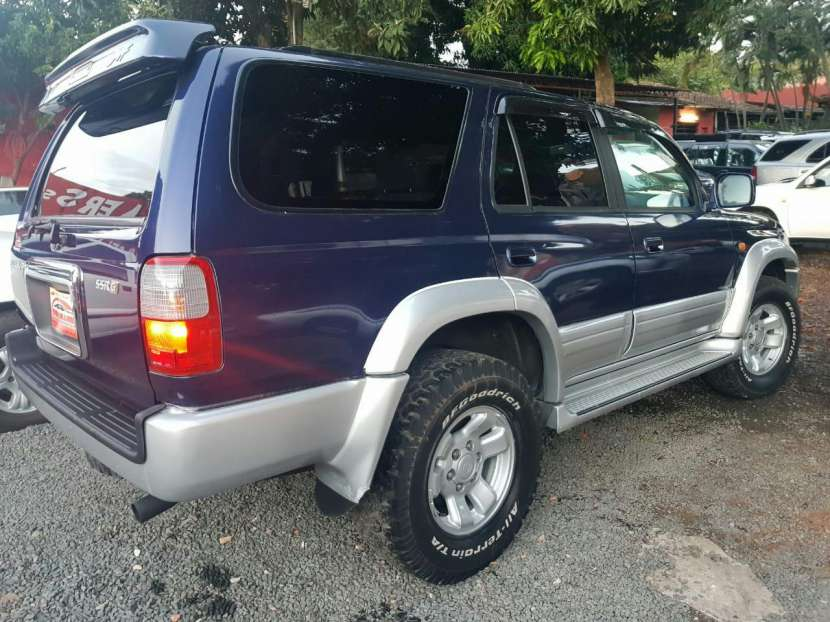 Toyota Hilux surf tipo Runner auxilio abajo 2000 - 1