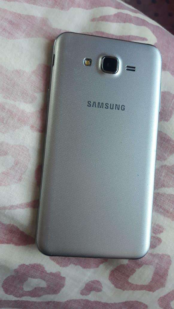 Samsung Galaxy J7 Neo plateado - 1